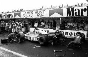 Hunt's desperate decision to pit for tires. (F1)