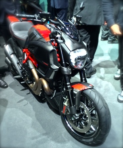 The new Diavel has a more finished look; the old one looked like some parts had blown off.