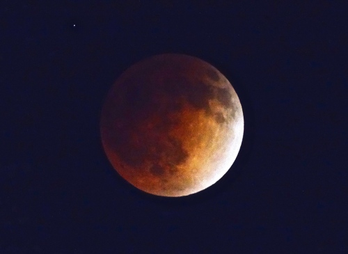 The Moon turned blood red during a full eclipse April 14/15, 2014 (Jerry Garrett Photo)